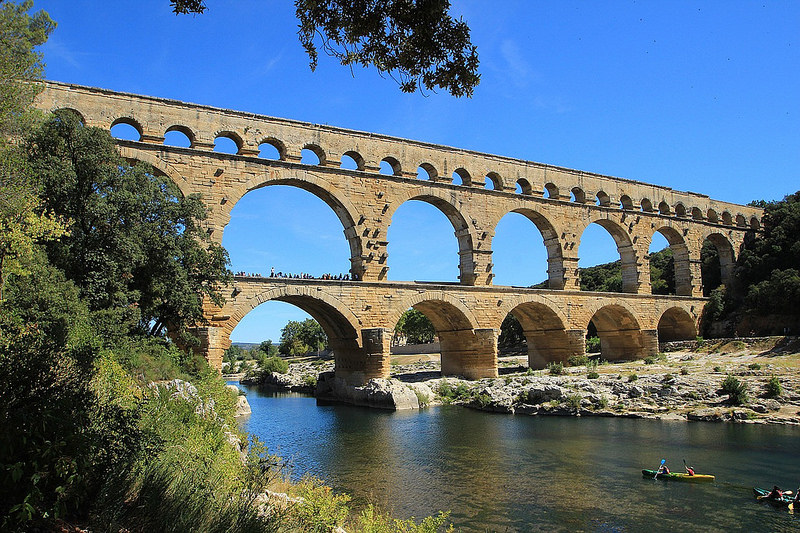 Pont du gard remoulins france architecture revived for Pont du gard architecte